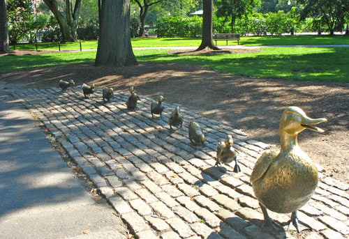 Make way for ducklings statue in Boston