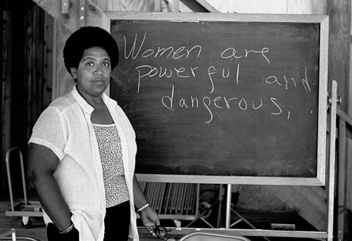 Audre Lorde lectures students at the Atlantic Center for the Arts in New Smyrna Beach, Florida. Lorde was a Master Artist in Residence at the Central Florida arts center in 1983.  (Photo by Robert Alexander/Archive Photos/Getty Images)