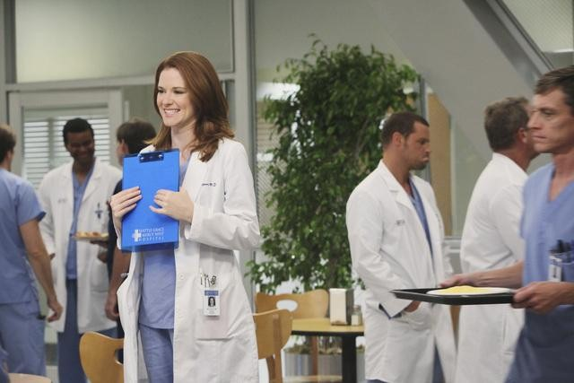 SARAH DREW, JUSTIN CHAMBERS (BACKGROUND)