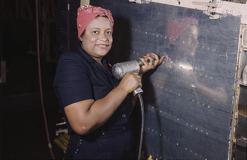 A black woman Rosie the Riveter during WW2