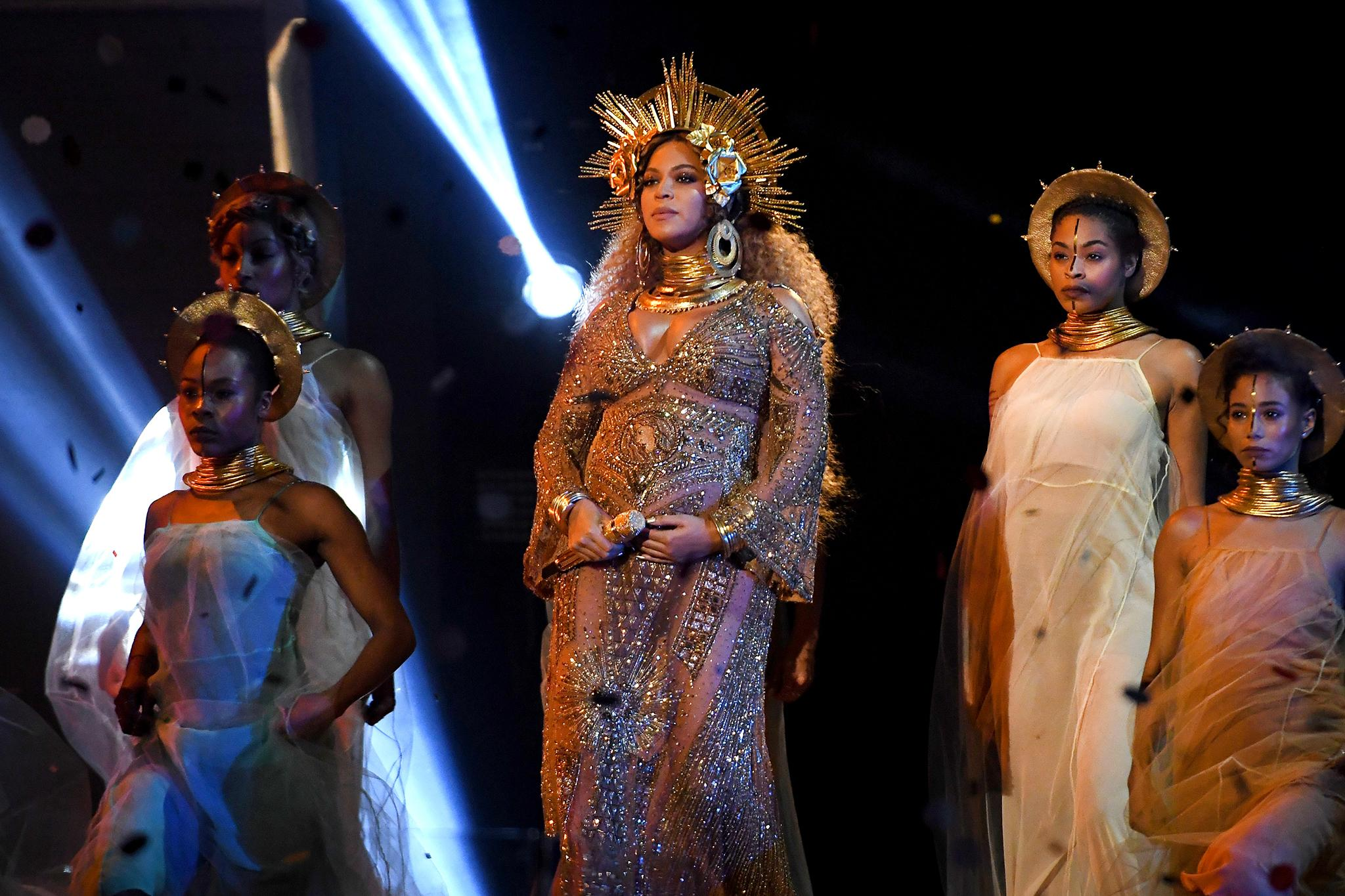 a black feminist roundtable on bell hooks beyoncé and moving beyoncegrammy