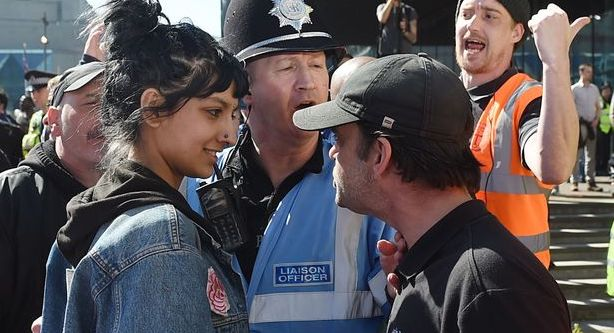 saffiyah khan stands up to EDL protestors