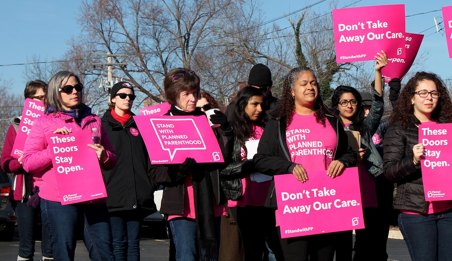 Planned Parenthood supporters rally outside St.Louis clinic in Dec 2015
